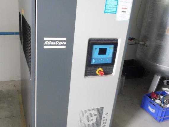 Zariadenie kompresorovej stanice - kompresor Atlas Copco GA30FF, tlaková nádoba a absorb. sušička